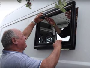 Instalación ventana Dometic Seitz S4