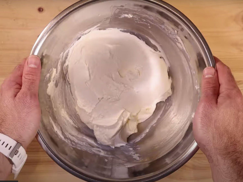 Mezcla de azúcar con queso crema